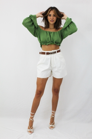shorts-baggy-off-white-cintura-alta-com-cinto-marrom-ruth