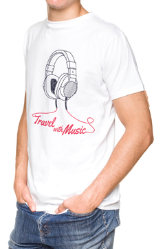 REMERA - TRAVEL WITH MUSIC - BLANCA