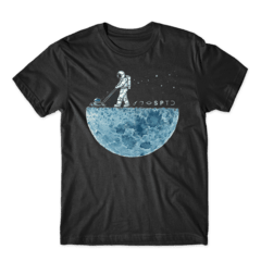 Camiseta Astronaut Weeding The Moon na internet