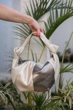 Bolsa Grace Off White Metalizada - Naddya Emmendoerfer